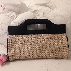 NEW ANN TAYLOR LOFT BEAUTIFUL BLACK /STRAW CLUTCH